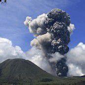 Vulkanausbrüche in Ecuador und Indonesien