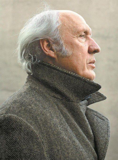 Der holländische Liedermacher Herman van Veen unterhält mit leisen Tönen und geistreichen Worten. Foto: Amke