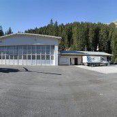 Wucher eröffnet neuen Hangar in St. Anton