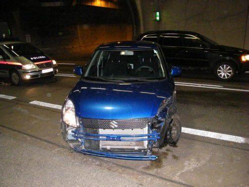 Die Autos wurden beim Unfall erheblich beschädigt. Foto: polizei