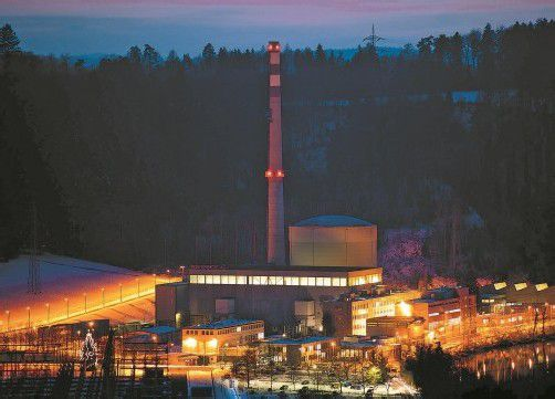 Die Betreiberfirma von Mühleberg will erst Ende 2013 entscheiden, ob das 40 Jahre alte Atomkraftwerk am Netz bleibt. Foto: Markus Kühni, energisch.ch