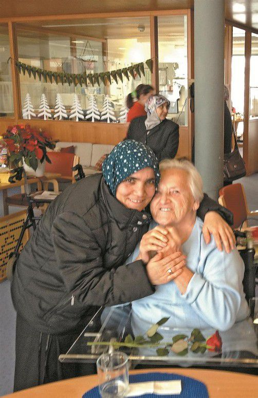 Die muslimischen Besucherinnen und die Bewohner verstanden einander auch ohne Worte. Foto: Pfitscher