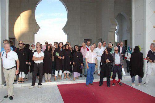 Dr. Wolfgang Burtscher sucht seinen Ball (l.), und ein Besuch in der größten Moschee der Welt. Fotos: Muhr