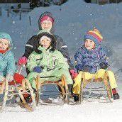 Spaß im Schnee auf zwei und vier Beinen