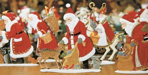 In diesen Zinnfiguren verdichten sich verschiedene Herkunftsgeschichten des Weihnachtsmannes. Foto: dpad