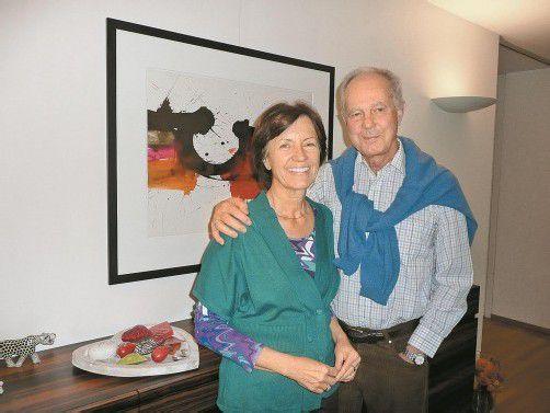 Kunstwerke heimischer Maler harmonisieren mit dem Wohnraum von Monika und Leo Wagner. Foto: Marlene Matt