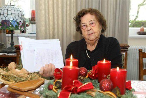 """""""Ma hilft""""-Seele Elly Böhler versendet auch heuer wieder weit über tausend Weihnachtsbriefe. Fotos: VN, Privat"""