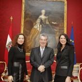 Künstlerschwestern bei Präsident zu Gast