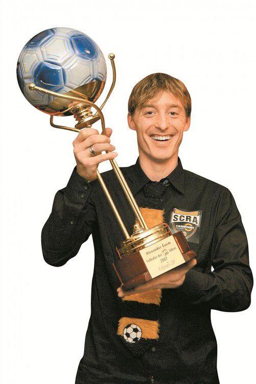 Rekordsieger Alexander Guem mit seinem ersten Siegerpokal.
