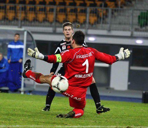 Thomas Helly erzielt den Siegtreffer für Hartberg. Foto: Diener