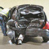 Auffahrunfall im Tunnel: 36-Jährige eingeklemmt