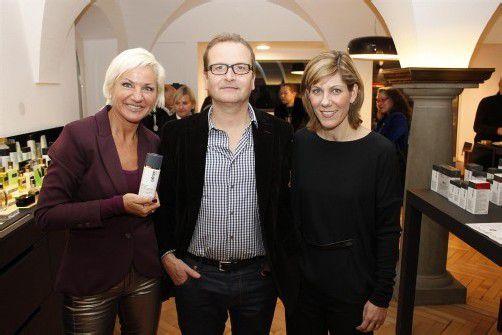 Ulrike Presits (Cellcosmet/Cellmen) mit den Gastgebern von l`hommage, Stefan und Denise Andorfer (r.). FOTOS: VN/M. Zudrell