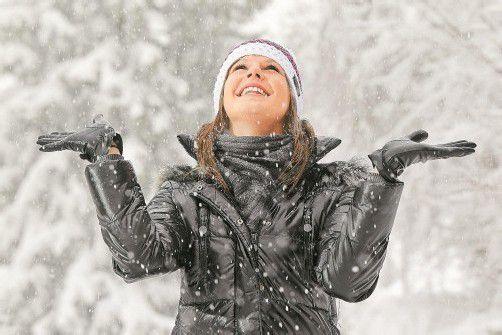 Vanessa aus Riefensberg freut sich über die weiße Pracht. Foto: VN/Hofmeister