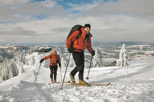 Viele Skitourengeher stehen bereits in den Startlöchern. Und Schnee gibt es genug. Foto: l. berchtold
