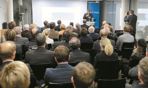 """Volles Haus in der """"akademie nach 5"""", einer Veranstaltungsreihe im Rahmen des Montagsforums. Fotos: Stiplovsek"""