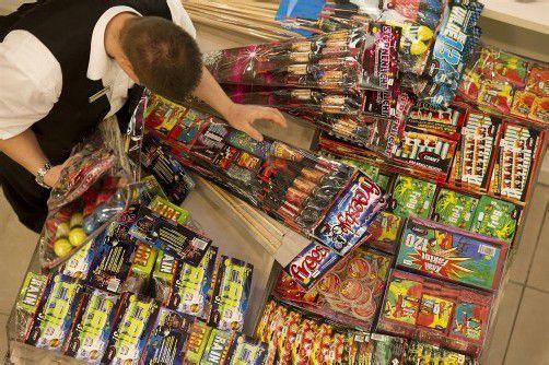 Wer Feuerwerkskörper kauft, sollte sich gleich vor Ort beraten lassen. foto: apa