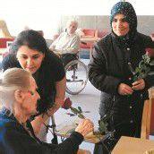 Migrantinnen zu Besuch im Pflegeheim