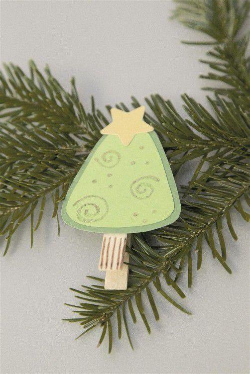 . . . fertig ist der Tannenbaum mit Weihnachtsstern .
