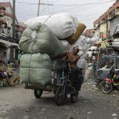 Bepackt durch Manilas Straßen
