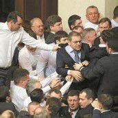 Massenschlägerei im ukrainischen Parlament