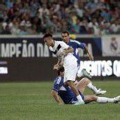 Ehemalige und aktuelle Fußballstars spielten in Porto Alegre gegen die Armut in der Stadt