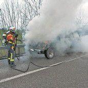 Auto brannte auf Autobahn aus