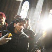 Flüchtlinge besetzen die Votivkirche in Wien