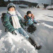 Schnee auf dem Schulweg