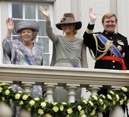 33 Jahre lang winkte Königin Beatrix ihrem Volk zu. Ihr folgt nun Sohn Willem-Alexander, im Bild mit Gattin Prinzessin Maxima, auf den Thron. Foto: AP