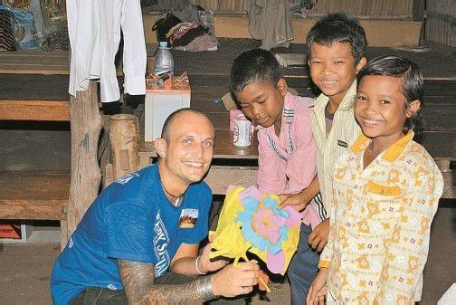 """Alex Kleboth darf sich häufig über selbst gebastelte Geschenke """"seiner"""" Kinder freuen.  Foto: Keee"""