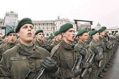 """Bundesheer-Rekruten bei der Angelobung am Nationalfeiertag: """"Ich gelobe!"""" Foto: APA"""