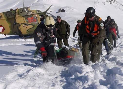 Das 24-köpfige Notfall-Rettungsteam im Gebirgseinsatz.