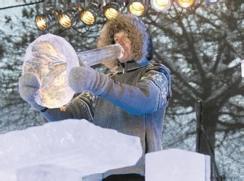 Das Instrument von Terje Isungset wurde aus einem Eisblock aus dem Silvretta-Stausee geschnitzt. Fotos: VN/Klaus Hartinger