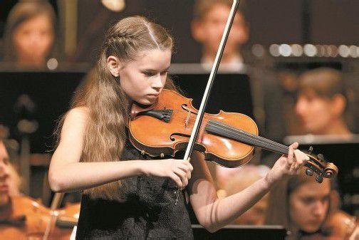 Der Streicher-Nachwuchs überzeugte: Marie-Christine Eberle an der Geige. Fotos: VN/Steurer