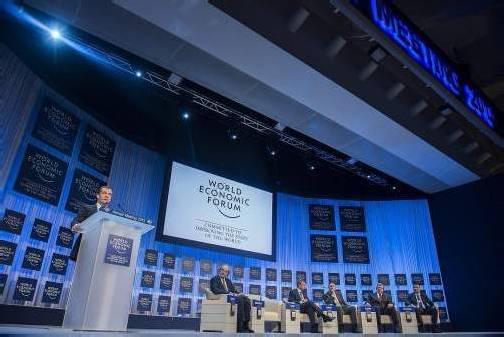 Der russische Ministerpräsident Medwedew berichtet über die wirtschaftliche Lage und die Aussichten in der russischen Förderation. Foto: EPA