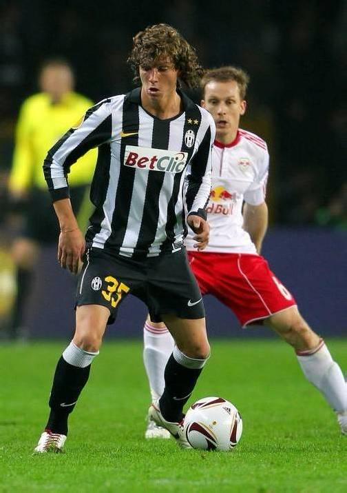 Bereits 2011 spielte Marcel Büchel (im Bild gegen Christian Schwegler) für Juventus Turin in der Europa League. Foto: gepa