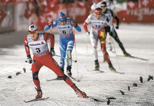 Finn Hagen Krogh (l.) war von Federico Pellegrino und Len Valjas beim Langlauf-Sprint in Tschierv nicht zu stoppen. Foto: reuters