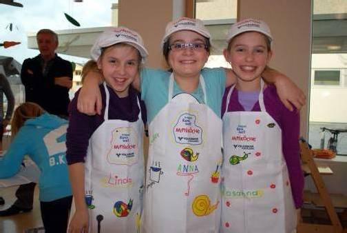 Freuen sich auf das Programm der Rankweiler Miniköche: Linda Schmied, Anna Bertsch und Rosanna Nenning. Foto: MG Rankweil