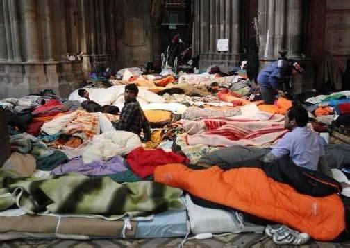 """Für die Flüchtlinge in der Wiener Votivkirche ist das von der Kirche angebotene Quartier """"kein menschenwürdiges Angebot"""". Foto: apa"""