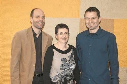 Gastgeberin Sabine Juffinger mit Reinhard Bauer (l.) und Webdesigner Klaus Gwiggner. FotoS: FRANC