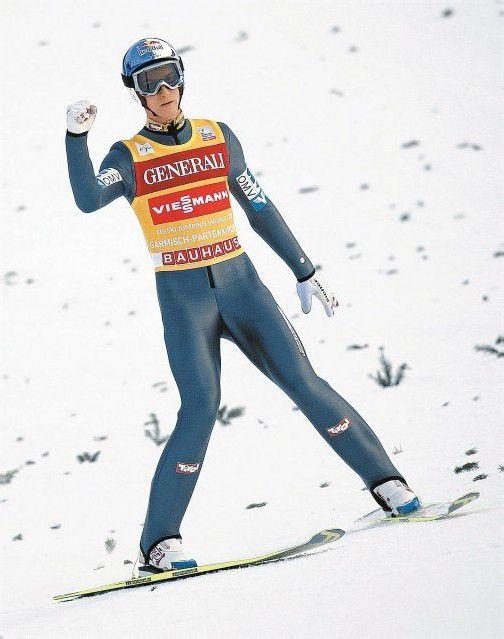 Gregor Schlierenzauer sagt auf seiner Heimschanze in Innsbruck dem Tournee-Leader Anders Jacobsen den Kampf an – der Rückstand des Tirolers in der Gesamtwertung beträgt nur 12,5 Punkte. Foto: reuters