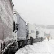 Schnee sorgt für Chaos auf Österreichs Straßen