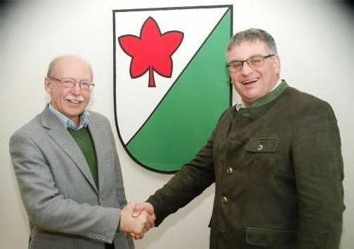 Hans Kogler (l.) wünscht seinem Nachfolger Josef Kirchmann gutes Gelingen. Foto: a.Kaufmann