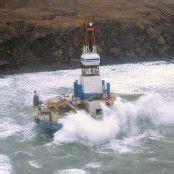 Ölbohrinsel bei Sturm vor Alaska auf Grund gelaufen