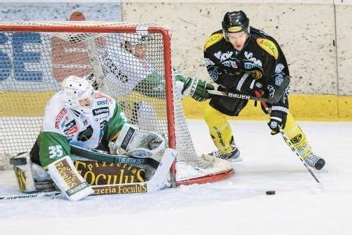 Mit Laibach-Goalie Jerry Kuhn haben die Bulldogs heute noch eine Rechnung offen. Foto: VN/Stiplovsek