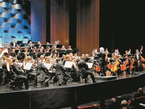 Mit seiner 1995 gegründeten Philharmonie der Nationen war Justus Frantz erstmals zu Gast im Bregenzer Festspielhaus und überzeugte das Publikum. Foto: JU