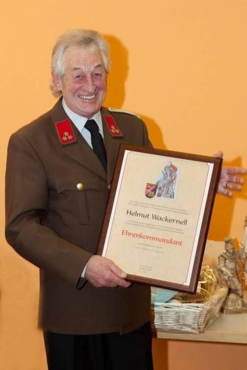 Neuer Ehrenkommandant: Helmut Wackernell. Foto: mab