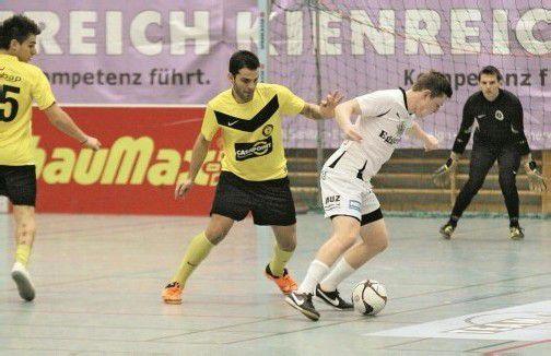 Raimond Hehle (r.) und der FC Egg wollen in der Halle wieder um den Titel mitspielen. Foto: luggi knobel