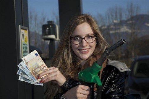 Sicher ist sicher: Katharina gehört zu jenen Konsumenten, die Bargeld den Vorzug geben. Foto:VN/Paulitsch