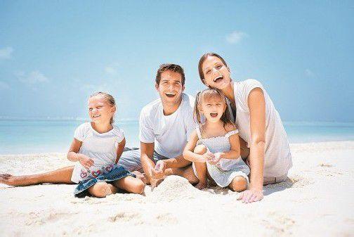 Tausche Schreibtisch gegen Sandstrand: Mit geschickter Urlaubsplanung lassen sich Feiertage zu einem Kurzurlaub ausbauen. Foto: Fotolia
